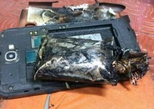 Распухшая, а в последствии и взорвавшаяся батарея телефона.